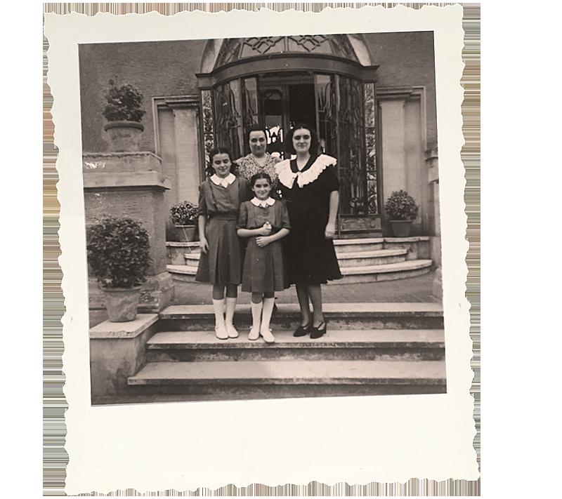 Isabella con le sorelle e la mamma a Villa Rossini, lido di Ostia